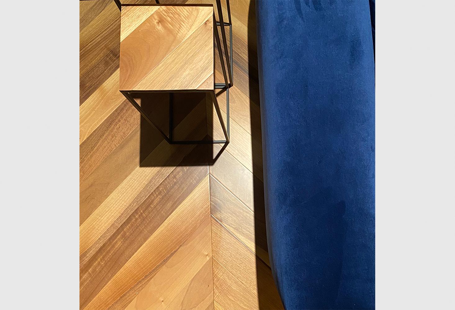 parquet Spina Ungherese 45° European Walnut Natur, brushed varnished