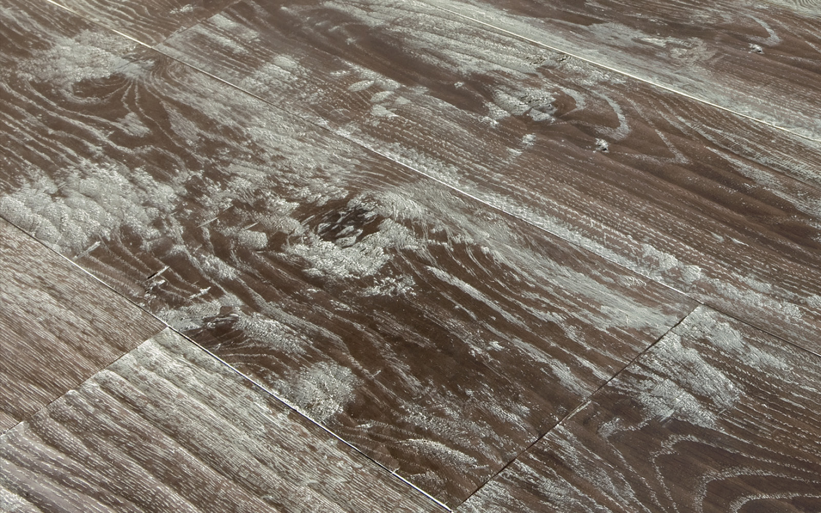 Millennium & Nuovo Millennium, Rovere Europeo Rusticone piallato a mano morciato verniciato moka